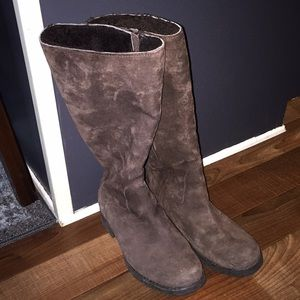 Uggs brown suede boots size 6